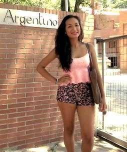 Hija de militar, estudiante de periodismo y ahora: actriz porno. Paulova la universitaria