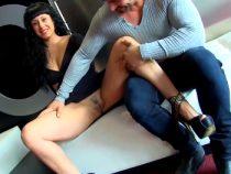Fakings (Parejitas Libres)(Nadia, Bryan) Manual para refollarte a tu novia: así es como Nadia goza como las perras. Bryan se encarga de ello